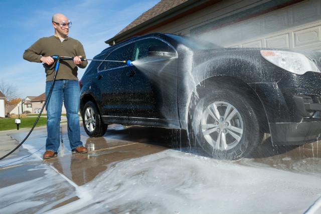 Autóápolás profi takarító eszközök segítségével vagy inkább nélkülük?